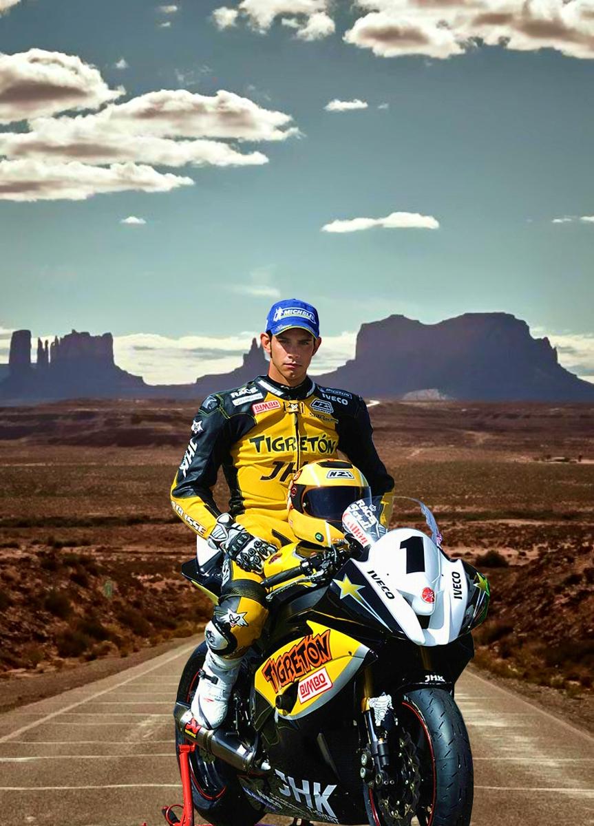 Imagen gratis de un motorista en el desierto