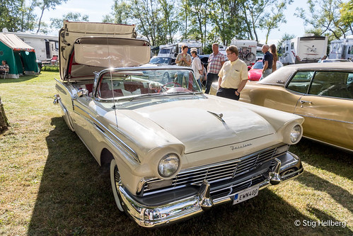 """Ford Fairlane Skyliner 1957 • <a style=""""font-size:0.8em;"""" href=""""http://www.flickr.com/photos/54582246@N08/27893792103/"""" target=""""_blank"""">View on Flickr</a>"""
