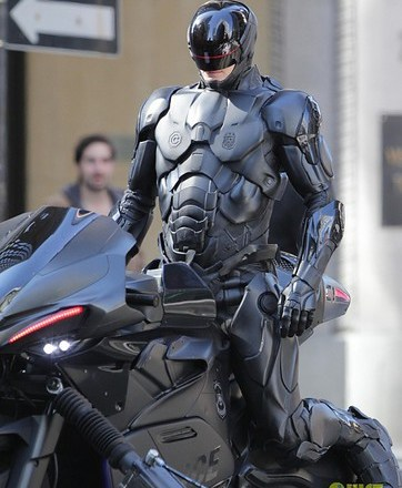 joel-kinnaman-robocop-motorcycle-scenes-05