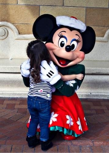 hugging minnie