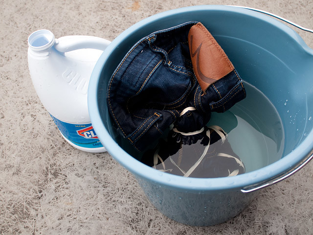 how to get the smell of dye out of jeans