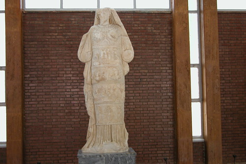 Espectacular y muy detallada escultura de Afrodita del museo que se encuentra en el propio recinto.