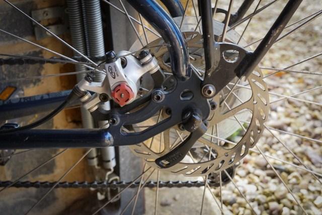 Kona Sutra 2012: Rear dropout & brake detail