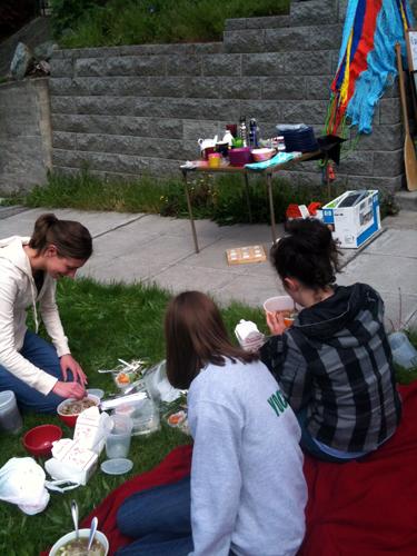 Pho picnic at yard sale