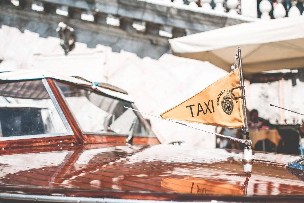 Imagen gratis de un taxi en venecia