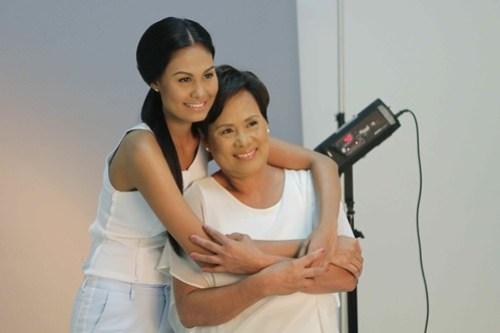 Venus Raj & mom