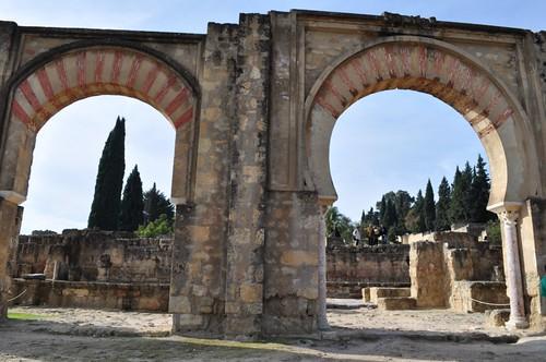 Originalmente construido con 15 arcos de gran tamaño, el Pórtico Oriental daba un elegante acceso a la poderosa ciudad de Medina Azahara.