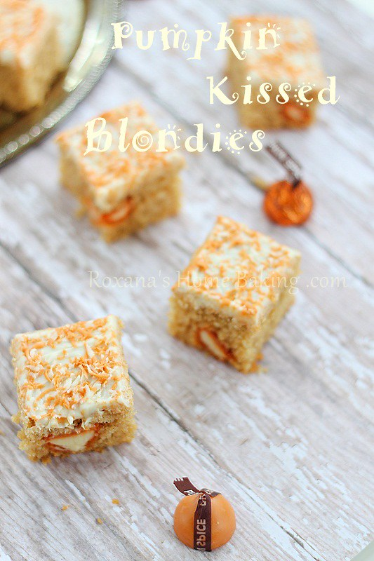 pumpkin kiss blondies | Roxanashomebaking.com