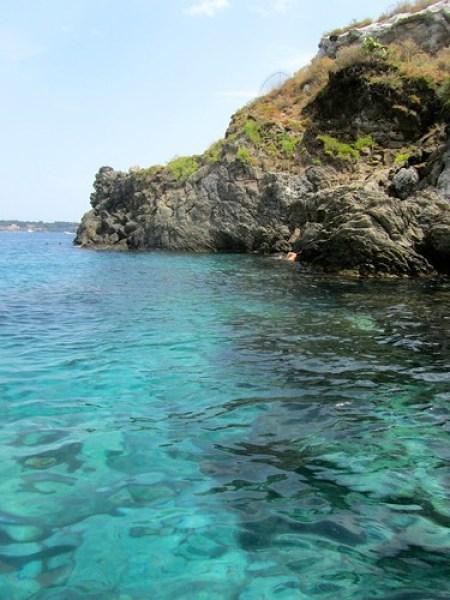 Isola Lachea: fare il bagno nellacqua turchese ad Acitrezza