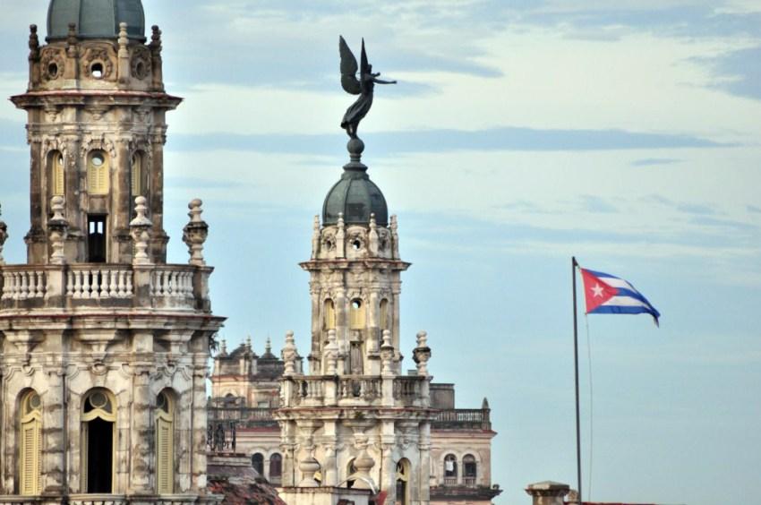 Fusión arquitectónica en las alturas de La Habana, entre el Capitolio y el Gran Teatro de La Habana.