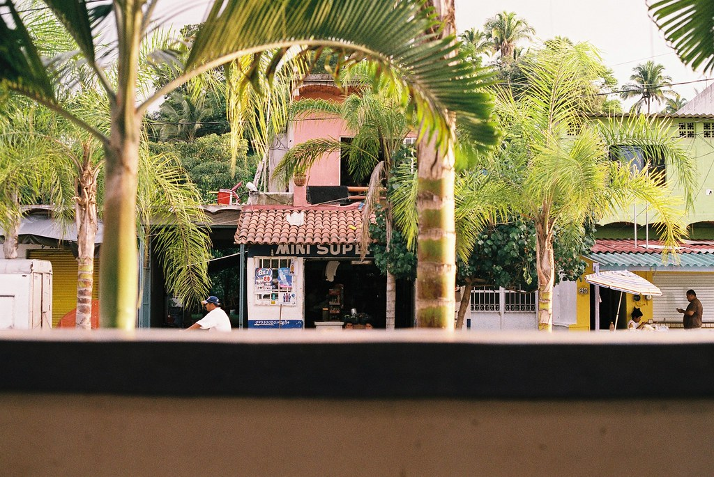 Tuukka13 - 35mm Color Film - 08/2012 - Sayulita, Mexico - Canon AE-1  - 000066