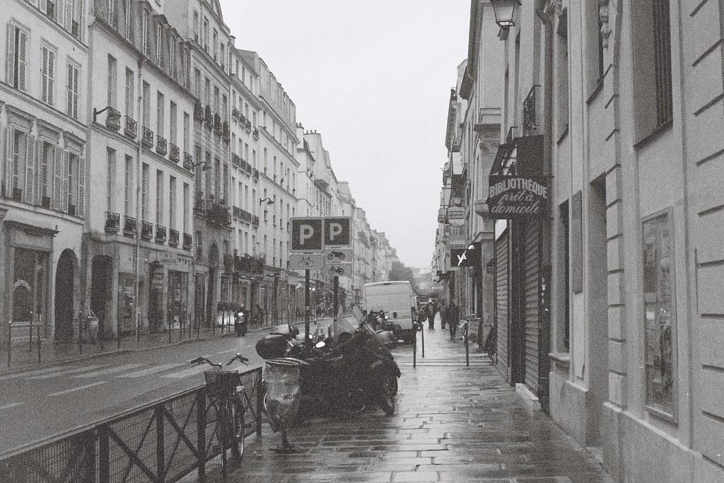 Tuukka13 - 35mm Film - 10/2012 - Paris, France - Canon AE-1 & Kodak BW400CN