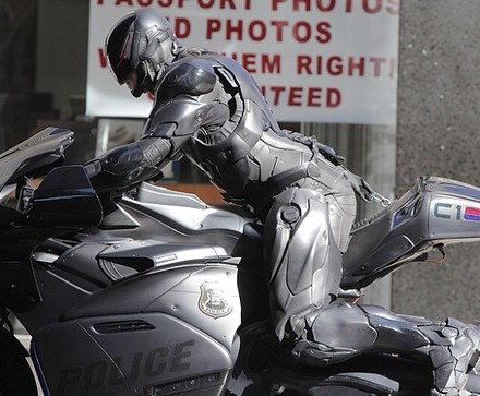 joel-kinnaman-robocop-motorcycle-scenes-22