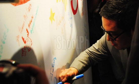 Narciso Reyes, Google Philippines' Country Manager, signs on the Google legacy wall.