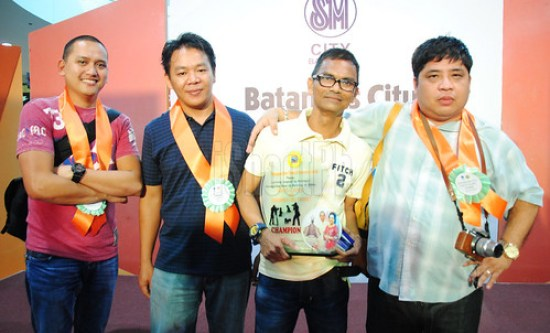 The 1st prize winner of the photo contest (2nd from right) with the judges Bryan Yabut (left), Wilfredo Rufon (2nd from left), and Aris Bagtas (right).