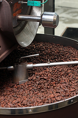 grinding cocoa beans for paris chocolate