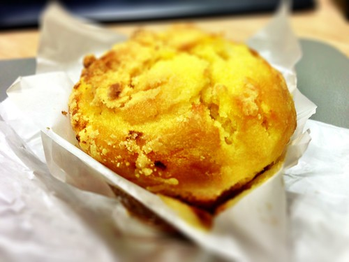 Cravings passionfruit & peach muffin