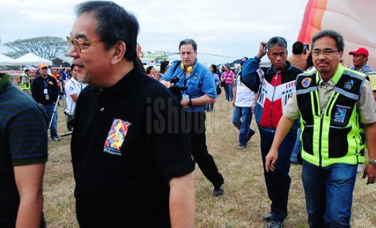 Philippine International Hot Air Balloon Foundation Inc. (PIHABF) President Capt. Joy Roa (right) walking around the Omni Aviation Complex with sec. Mon Jimenez (left).
