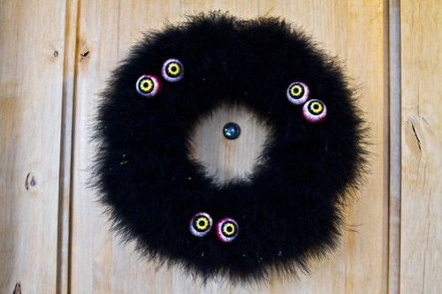 black feather halloween wreath with eyes