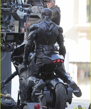 joel-kinnaman-robocop-motorcycle-scenes-24