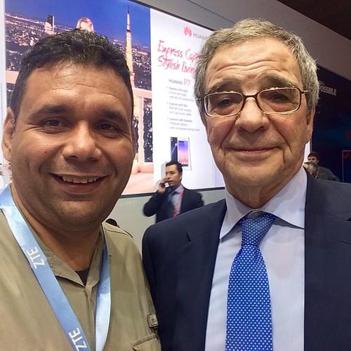 #Avance #MWC15 Presidenye de @telefonica Sr. Cesar Arlietta se toma un @ConCafe • Pedro Cortes no vino a #España por presentar apendicitis Deseamos que se recupere a nombre de @huguito @comuninov @gab_lc @vjleon11 @learxxx @jrmaniscalchi