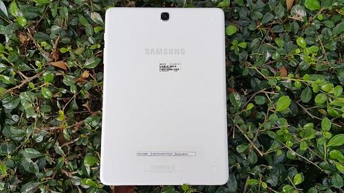 ด้านหลังของ Samsung Galaxy Tab A 9.7