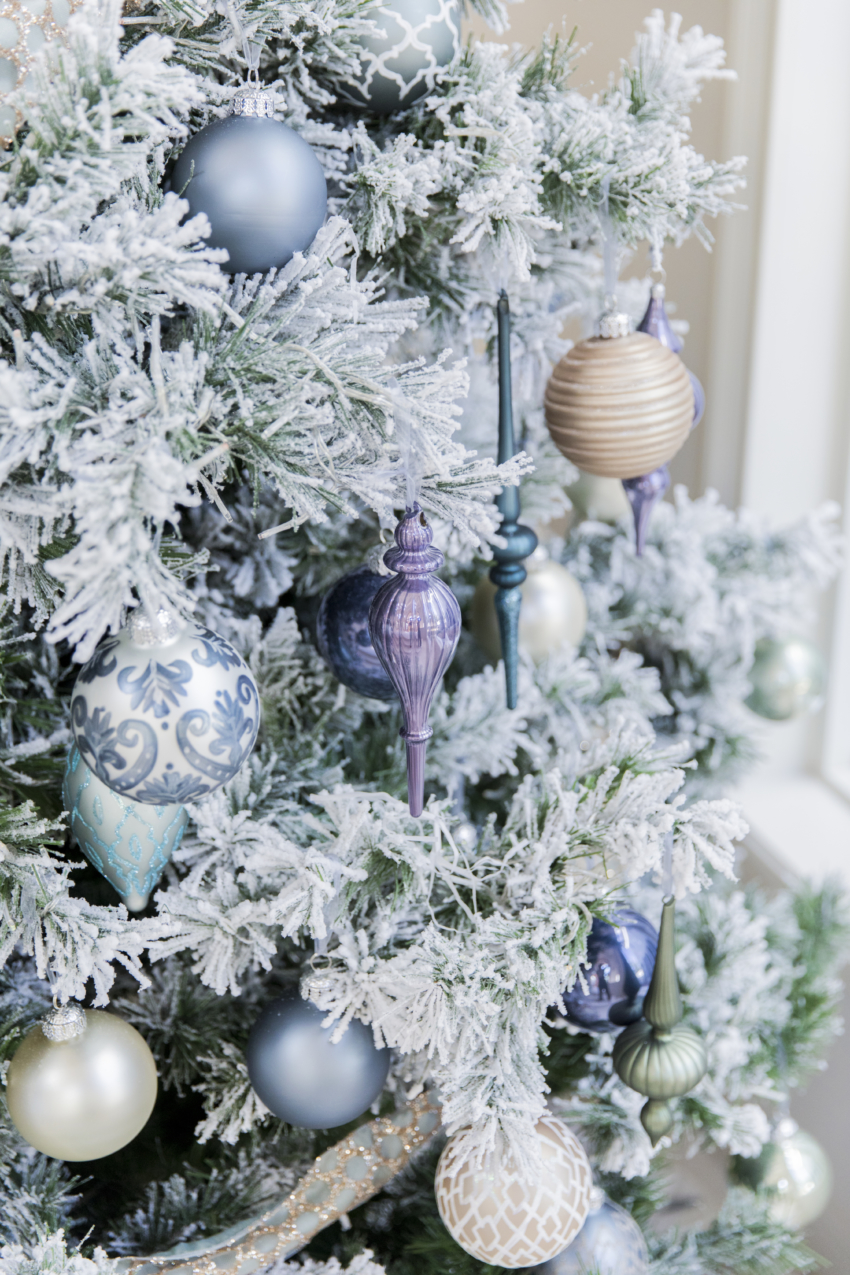 Extraordinary Frontage Mixed Metal Ornaments Celadon Sheerdupioni Miami Holiday Home Tour 2017 Hostess Frontgate Flocked Norway Tree Frontgate Frenchblue Linen Ornaments houzz-03 Frontgate Christmas Trees