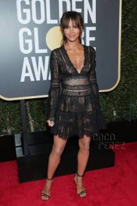 halle-berry-golde-globes-red-carpet-2018__oPt
