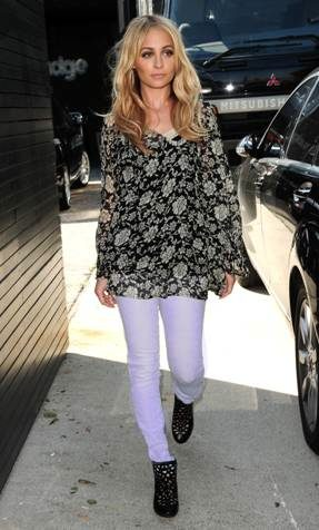 NICOLE ritchie wearing M2F denim 2 skinnys in lavender on FashionDailyMag
