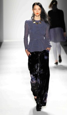 Whitney Eve Runway Edit FEB 2012-2448 fashiondailymag sel