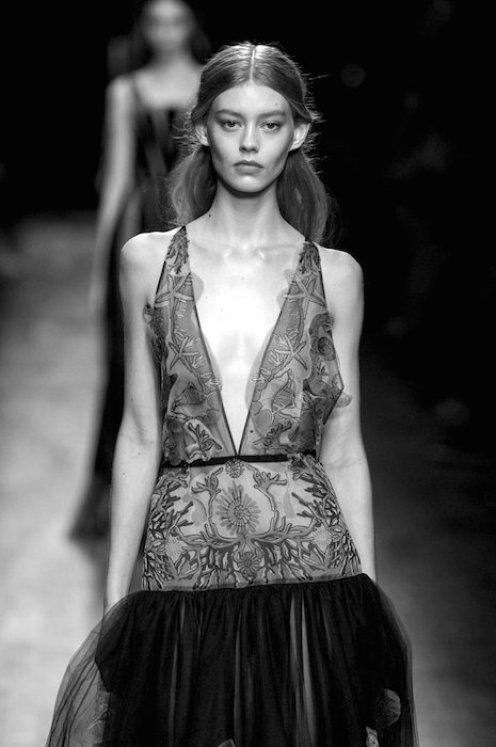 ondria hardin VALENTINO SS15 FashionDailyMag