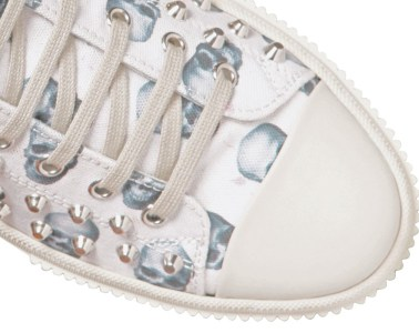 Gienchi Skulls Studded Canvas Close Up Top Down