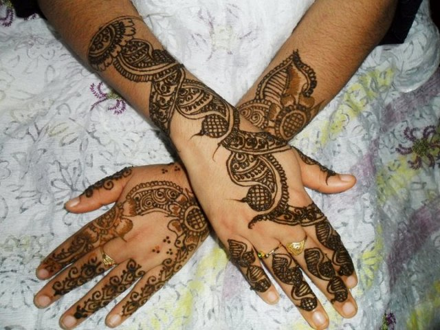 Beautiful Eid Mehndi Designs collection 2013 for girls (5)