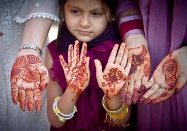 Lovely Kids Mehndi Henna tattoos Hand and feet Designs Collection (8)