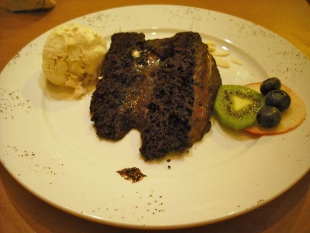 http://i1.wp.com/fatgayvegan.com/wp-content/uploads/2011/03/222-cake.jpg?fit=640%2C480