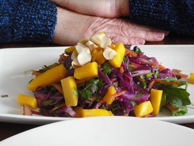 http://i1.wp.com/fatgayvegan.com/wp-content/uploads/2011/06/mango-salad.jpg?fit=640%2C480