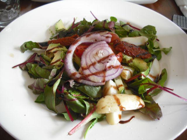http://i1.wp.com/fatgayvegan.com/wp-content/uploads/2011/06/salad.jpg?fit=640%2C480