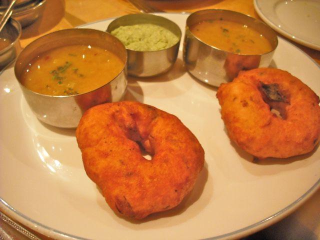 http://i1.wp.com/fatgayvegan.com/wp-content/uploads/2011/07/sagar-donuts.jpg?fit=640%2C480