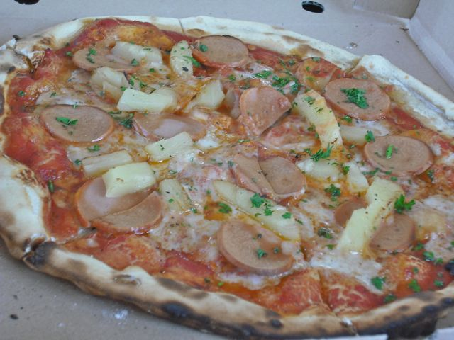 http://i1.wp.com/fatgayvegan.com/wp-content/uploads/2011/08/pizza2.jpg?fit=640%2C480