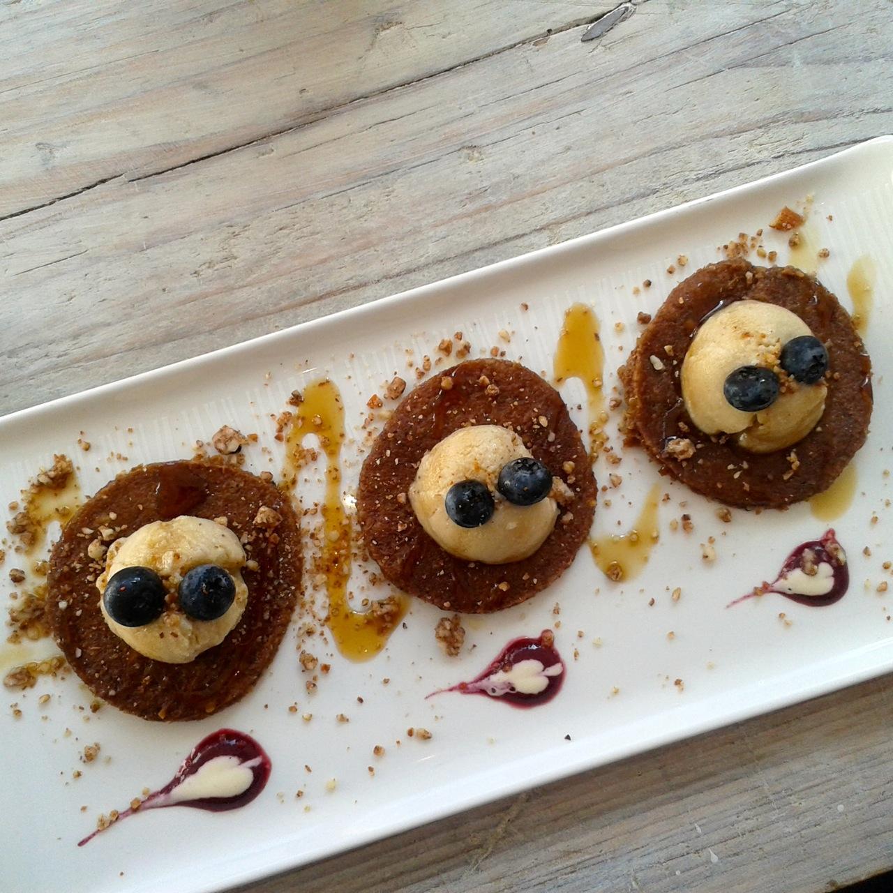 http://i1.wp.com/fatgayvegan.com/wp-content/uploads/2014/09/pancakes.jpg?fit=1280%2C1280