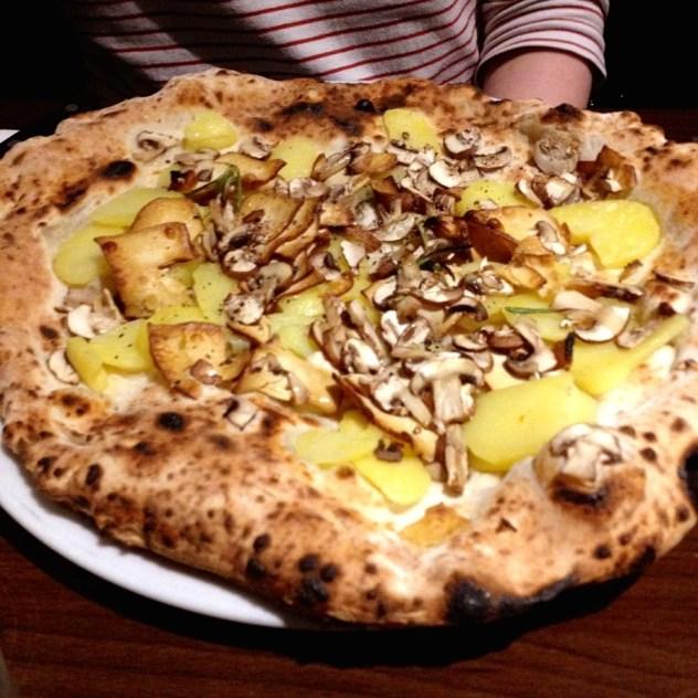 pizza-with-potato%2c-mushroom-and-tofu%2c-at-la-stella-nera-in-berlin