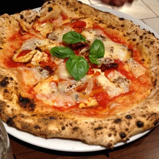 pizza-with-vegan-cheese-and-aubergine-at-la-stella-nera%2c-berlin