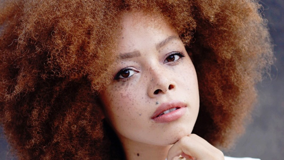 fatimayarie-afro-redhair-freckles-curls-eyes-fashionblog-IMG_3682