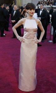 Anne Hathaway in Prada Oscars 2013