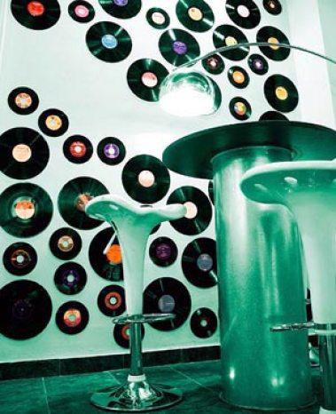 Como fazer uma festa anos 80 ch de cozinha ch de - Decoracion con discos de vinilo ...
