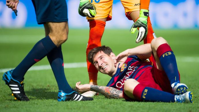 092615-SOCCER-lionel-messi-lays-injured-ahn-PI.vresize.1200.675.high.11