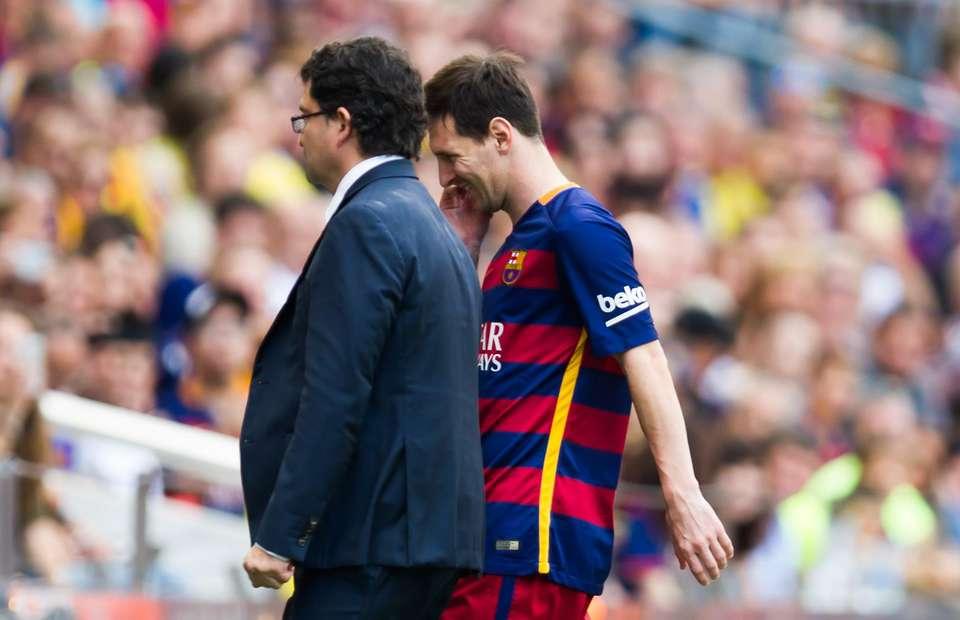Messi Knee Injury vs Las Plamas Sept 26 2015