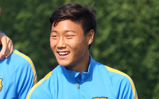 Paik trains with Barcelona first team