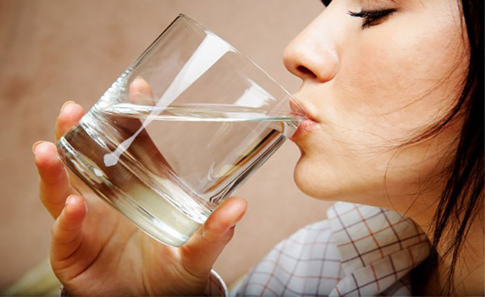 Drinking-Water-While-Having-Food-Is-Dangerous (3)
