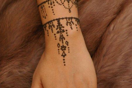 simple hand henna tattoo